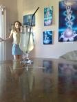o limonada si picturile artistei Corina Chirila la Arts Concept Cafe