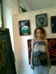 Artista Corina Chirila cu pictura despre viata de pe Marte si alte tablouri cu teme spatiale la salonul de arta moderna de la galeria AAP din Herastrau