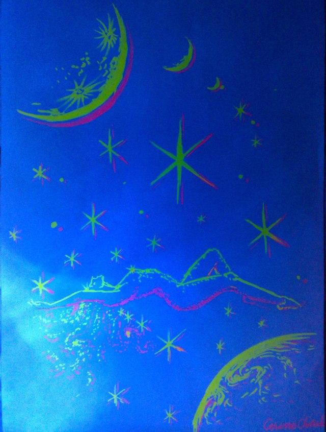 Femeie intre stele si stea intre femei, desen fluorescent in lumina albastra
