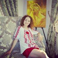 Artista Corina Chirila de sanziene la cafeneaua Stay by Coffee 2 go