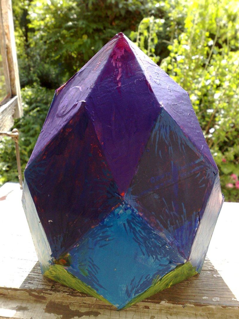 Rombizonaedru confectionat din carton si pictat manual