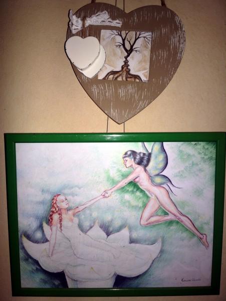 """Poveste de dragoste desenata, compusa din """"Copacul sarutului"""", o miniatura pictata cu cafea si un desen despre primavara, frumusete si iubire facut cu pixul"""