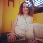 Corina Chirila la Full Arts Corner Caffee cu un frappee
