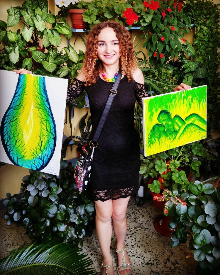 Artista Corina Chirila cu lucrarile Mugurele vietii si un vis de iubire la eStrada TV