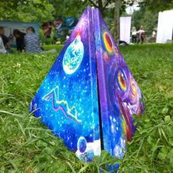 Piramida pictata in Parcul Izvor