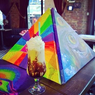 Frappee si piramida pictata